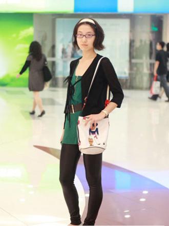 街拍上海美女黑色紧身裤3.jpg