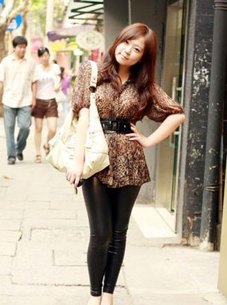 街拍上海美女黑色紧身裤7.jpg