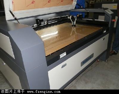 服装模板激光切割机